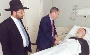 שגריר ישראל בארגנטינה בביקור אצל הרב שהותקף (צילום: שגריר ישראל בארגנטינה, חדשות)