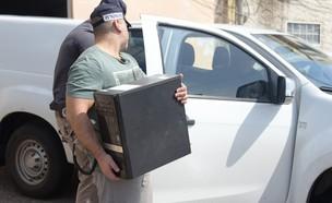 נתפסו מסמכים, מחשבים והתקני אחסון  (צילום: דוברות משטרת ישראל)