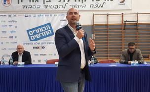 אמיר אוחנה בפאנל הבוחרים החדשים בחולון (צילום: אפרת ליסון, סקאי הפקות)