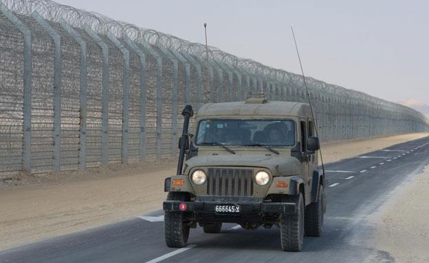 """רכב צבאי על גבול מצרים (ארכיון) (צילום: לע""""מ, חדשות)"""