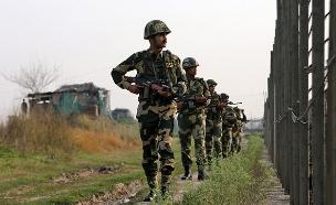 עיבוי הכוחות בגבול הודו-פקיסטן (צילום: רויטרס, חדשות)