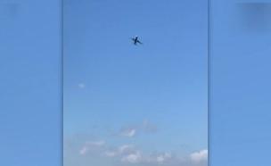 מטוס מנסה לנחות בזמן רוחות חזקות (צילום: CNN, חדשות)