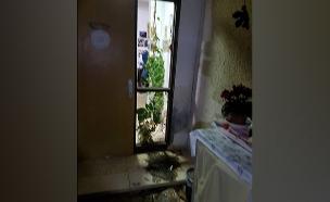 בית בעוטף שנפגע מבלון נפץ ביום רביעי (צילום: בטחון אשכול, חדשות)