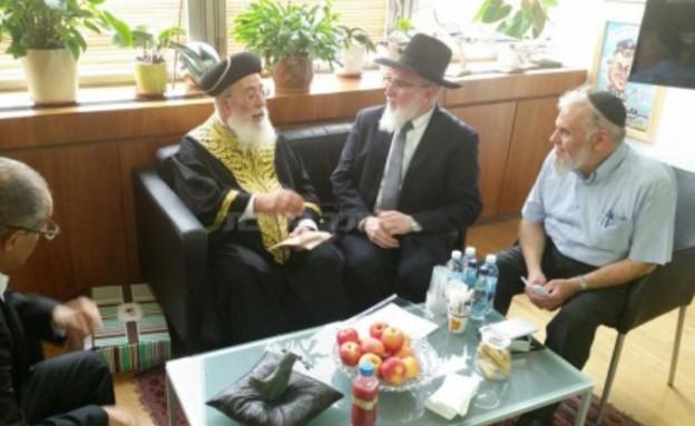 הרב יוחנן והרב עמאר (צילום: באדיבות כיכר השבת)
