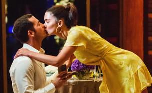 """תמונות ראשונות מהצעת הנישואין של שיר אלמליח"""" (צילום: מתוך """"ערב טוב עם גיא פינס"""", שידורי קשת)"""