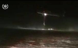 צפו בחילוץ הנהג מנחל פארן (צילום: חדשות)