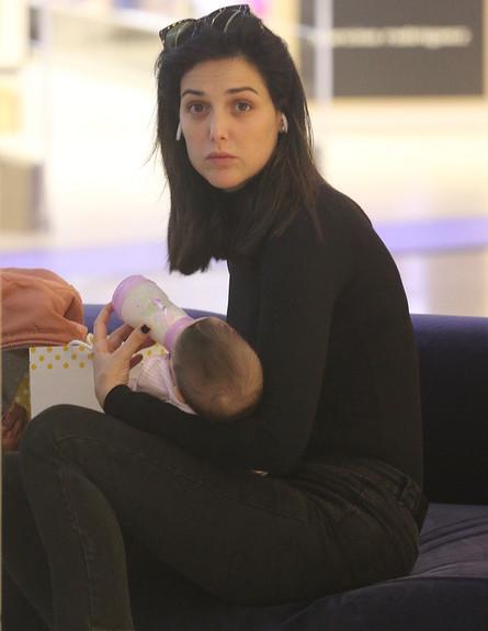 סיון קליין מבלה עם התינוקת