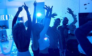מסיבה ביתית (צילום: Shutterstock | SeventyFour)