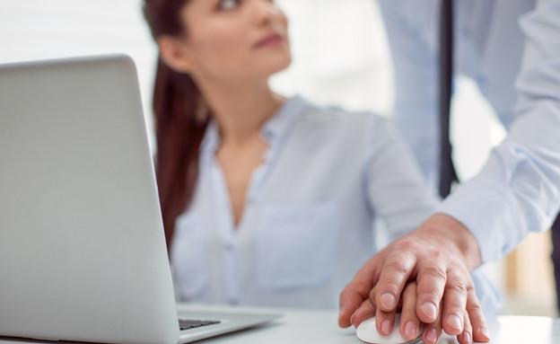 סקר: כשליש מהנשים סבלו מהטרדה מינית במקום העבודה (אילוסטרציה: Dmytro Zinkevych | shutterstock)