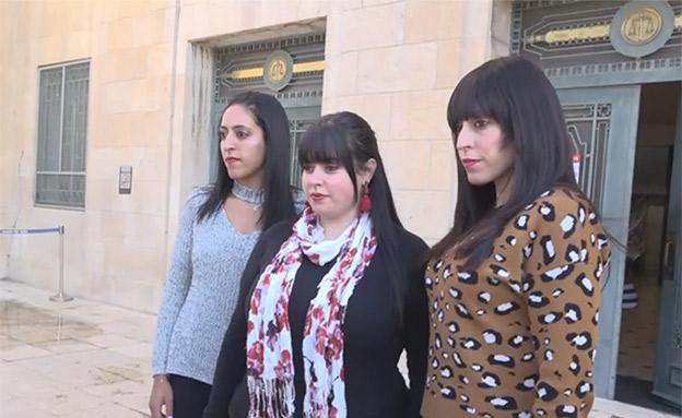שלוש מהמתלוננות בבית המשפט (צילום: החדשות)