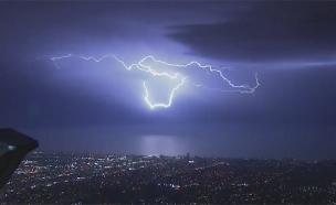 סופת רעמים מעל קליפורניה (צילום: KCBS, חדשות)