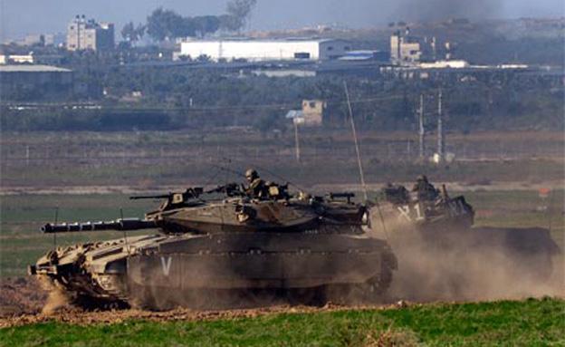 טנקים בגבול רצועת עזה (צילום: רויטרס, חדשות)
