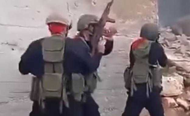 כוח רוסי מאמן לוחמים בסוריה (צילום: RT Arabic@YouTube)