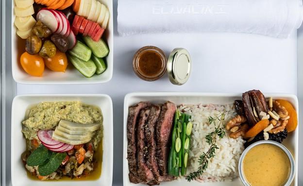 אוכל במחלקת העסקים (צילום: יהונתן בן חיים)