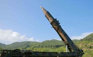 """""""צפון קוריאה נערכת לשיגור טיל"""" (צילום: רויטרס, חדשות)"""