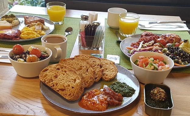 ארוחת בוקר במלון (צילום: ארנון שוורצמן)