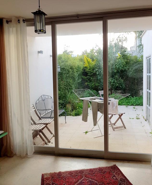 בית בשרון, ג, עיצוב נילי רונקין, חצר לפני שיפוץ