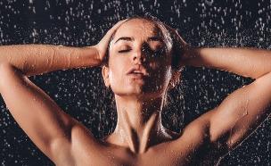 מקלחת (צילום: Prostock-studio, Shutterstock)
