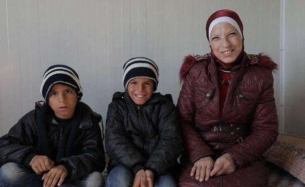 ראשה ושני בניה במחנה פליטים בסוריה (צילום: sky news, חדשות)
