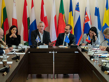 גנץ עם שגרירי האיחוד האירופי