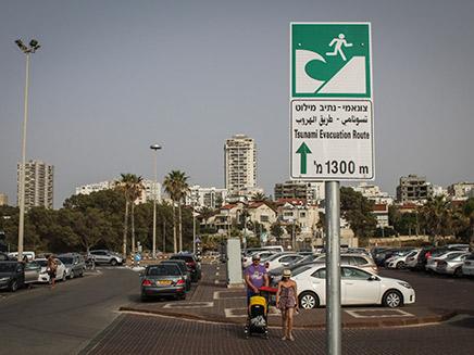 שילוט שהוצב בערים הקרובות לחוף