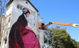 ציורי ענק על בנייני מגורים באשקלון (צילום: סיון מטודי, חדשות)