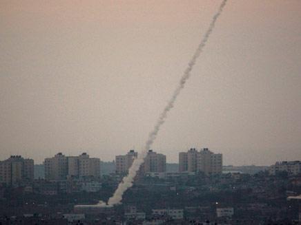 שיגור רקטה מעזה לעבר ישראל (צילום: רויטרס, חדשות)