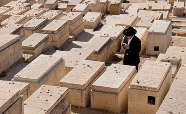 חשד: סחרו בחלקות קבורה (צילום: AP, חדשות)