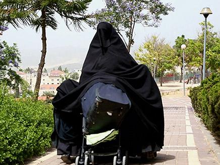 אחרי שנתניהו התעלל בשקד ובנט איילת 'קד מנהיגת הטליבאן מרוב יאוש קפצה למים לבושה כמו באפגניסטן או איראן 1087822_C