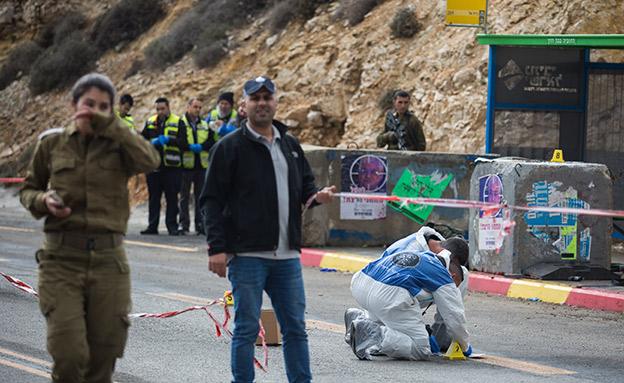 זירת הפיגוע בגבעת אסף (צילום: הדס פארוש / פלאש 90, חדשות)