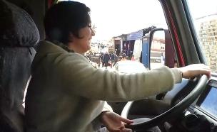 הכירו את נהגת המשאית הסורית (צילום: רויטרס, חדשות)