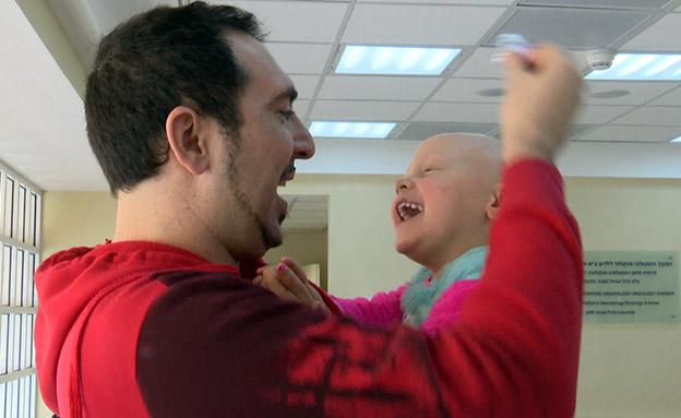 בין החזרות לטיפולים בסרטן (צילום: החדשות)