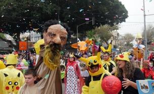 ילדים מחופשים בתהלוכה, עדלאידע בחולון, פורים (צילום: חדשות 2)