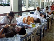 """מד""""א: הגיעו לתרום דם (צילום: רויטרס, חדשות)"""