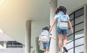 תלמידות בבית ספר (אילוסטרציה: By Dafna A.meron, shutterstock)