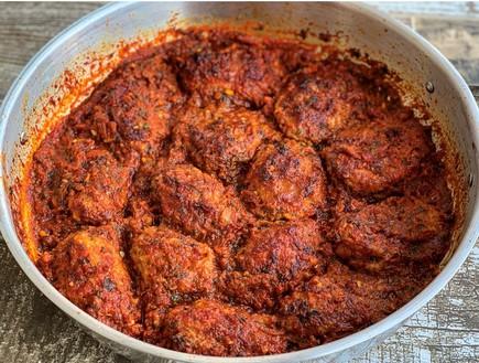 מפרום במילוי בשר ואורז ברוטב עגבניות