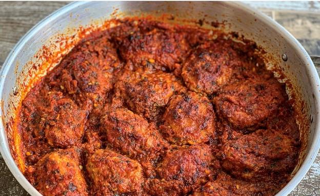 מפרום במילוי בשר ואורז ברוטב עגבניות (צילום: רעות עזר, אוכל טוב)