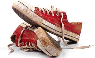 נעליים מלוכלכות (צילום: By ronstik/ shutterstock)