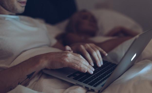 זוג במיטה (צילום: shutterstock | LightField Studios)