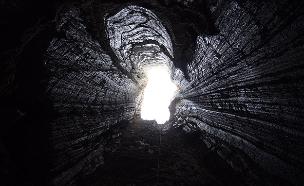 צפו בתיעוד מהמערה (צילום: האוניברסיטה העברית, חדשות)