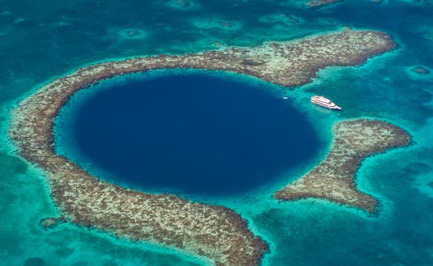 החור הכחול (צילום: Shutterstock - Globe Guide Media Inc)