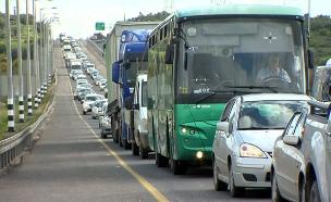 למרות הפקקים, רכב פרטי הכי מהיר (צילום: החדשות)