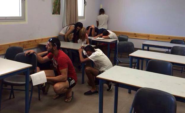 תלמידים נבחנים בזמן אזעקה (ארכיון) (צילום: חדשות)