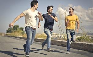 גברים רצים (צילום: Ollyy, Shutterstock)