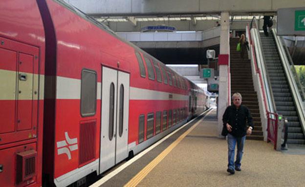 הנסיעה בתחבורה הציבורית - בחינם (צילום: עזרי עמרם, חדשות 2)