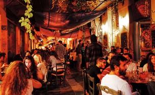 חיי הלילה באתונה (צילום: shutterstock | Julie Mayfeng)