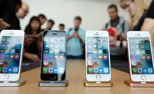 הסמארטפון והבחירה בקלפי. צפו (צילום: רויטרס, חדשות)