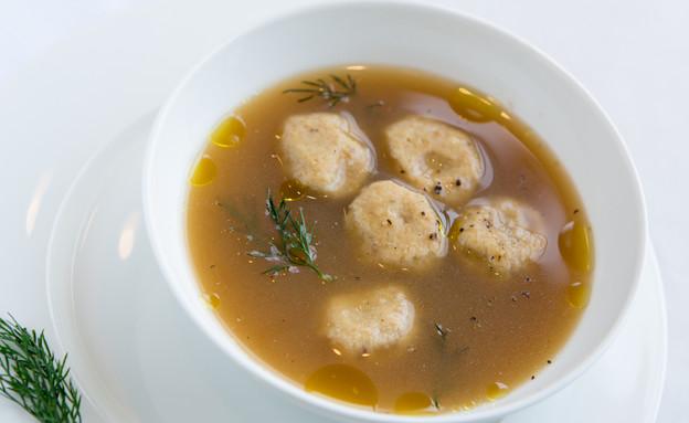 פסח, חיים כהן במטבח - מרק קניידלך (צילום: בני גם זו לטובה, אוכל טוב)