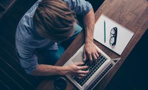 כל מה שרציתם לדעת על עבודה כתסריטאים (צילום: Shutterstock | By Roman Samborskyi)