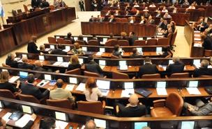 יותר מדי רגעים מביכים. מליאת הכנסת (צילום: סטודיו שרון רביבו, באדיבות mako, חדשות)